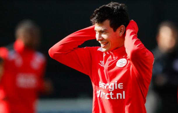 Lozano entrenando con el equipo. Fuente: PSV (Twitter)