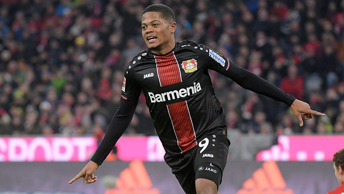 <strong><a href='https://vavel.com/es/futbol-internacional/2021/04/24/bundesliga/1068729-leverkusen-gana-en-casa-contra-el-disperso-frankfurt.html'>Leon Bailey</a></strong> celebrando un gol ante el Bayern Münich. Foto: Bundesliga