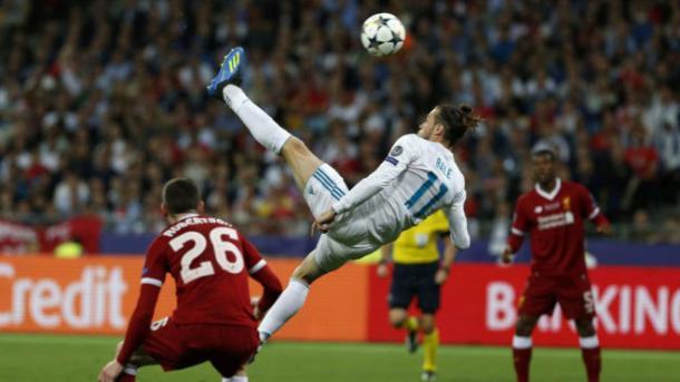 Gareth Bale marcando su primer gol frente al Liverpool / Fuente: Real Madrid C.F.