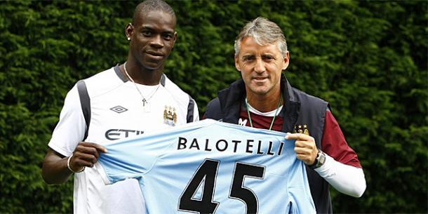 Balotelli y Mancini, dos de los hombres clave en el proyecto árabe del Manchester City. Foto: El Mundo.