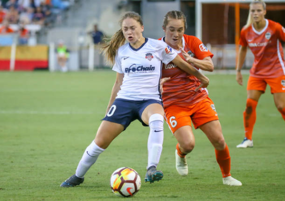 Estefania Banini shields the ball while facing off against the Houston Dash in 2018. | Photo: Leslie Plaza Johnson - Icon Sportswire via Getty Images