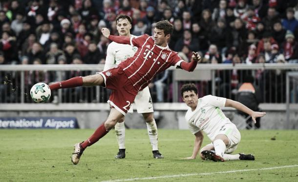 Remate de Thomas Müller para el 1-1 | Foto: Twitter @FCBayernES
