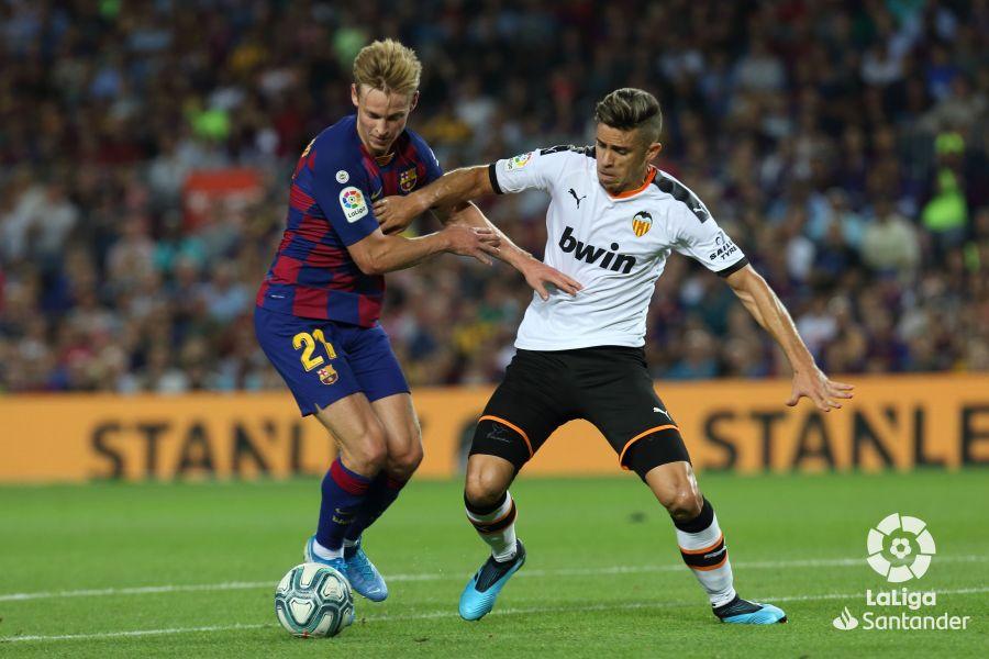 De Jong y Paulista la pasada temporada en el Camp Nou. Foto: LaLiga