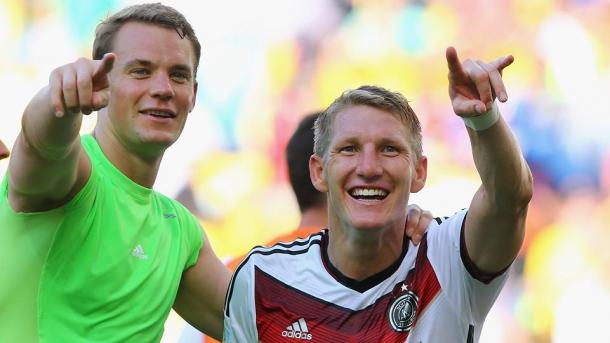 Above: Manuel Neur and Bastian Schweinsteiger in action for Germany | Photo: Getty Images