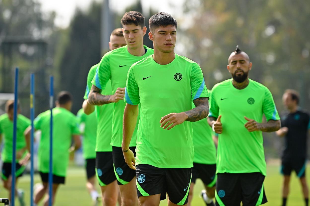 Correa y Bastoni en la sesión de entrenamiento previa al partido. | Foto: Inter