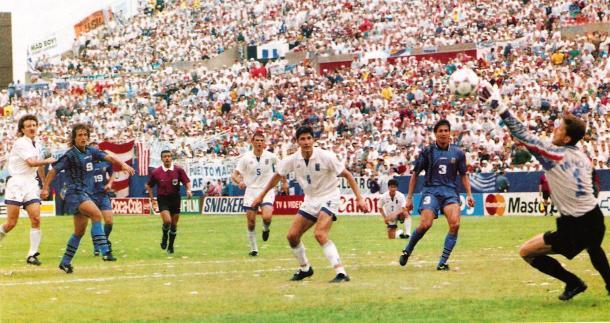 Gol de Bati a Grecia (Foto: Rodillona Deportes).