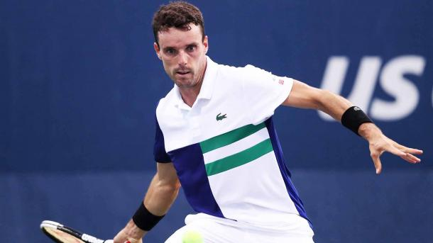 Bautista Agut hits a forehand against Sandgren/Photo: Matthew Stockman/Getty Images