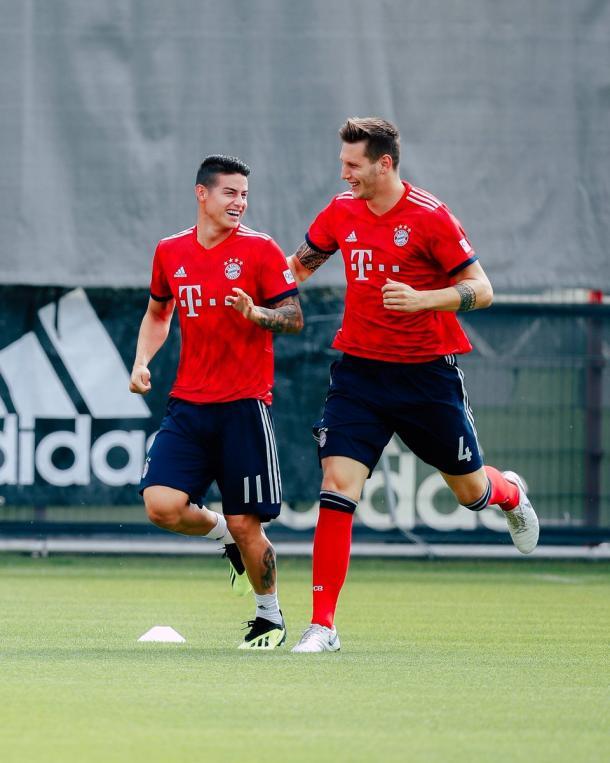 James Rodríguez y Süle celebrando | Foto: @FCBayernEN
