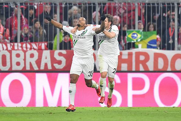 Benschop comemora seu gol (Foto: Sebastian Widmann/Bongarts)