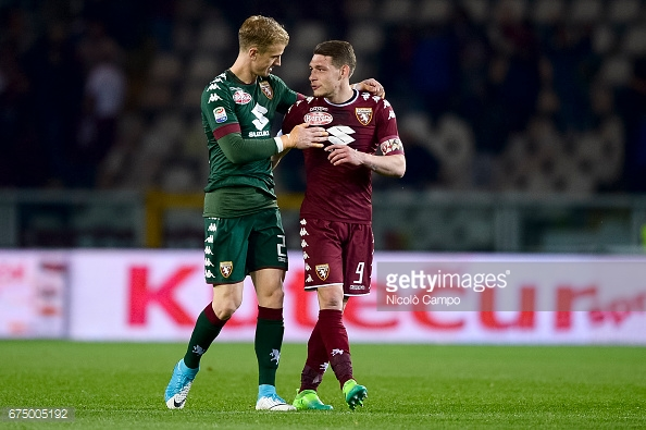 STADIO OLIMPICO GRANDE TORINO, TURIN, ITALY - 2017/04/29: Joe Hart (left) and Andrea Belotti of Torino FC speak at the end of the Serie A football match between Torino FC and UC Sampdoria. Final result is 1-1. (Photo by Nicolò Campo/LightRocket via Getty Images)