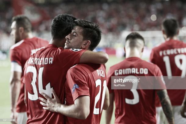 James genera polémica con gesto a la afición del Benfica