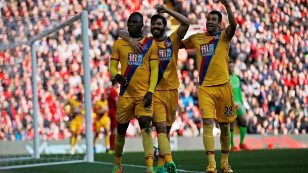 Non esulta dopo la doppietta alla sua ex squadra, ma Benteke firma una vittoria esterna prestigiosa e pesantissima ad Anfield | www.premierleague.com