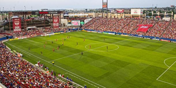 Toyota Stadium en día de partido (Imagen: interactive.dmagazine.com)