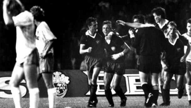 BFC Dynamo players celebrate their 3-0 win over fellow germans Werder Bremen in the 1988/89 European Cup. (Source: Zeit.de)