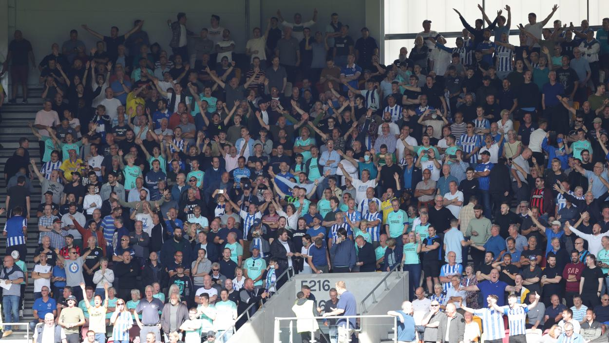 Brighton & <strong><a  data-cke-saved-href='https://vavel.com/en/football/2021/09/11/brighton-hove-albion/1085498-brentford-0-1-brightonhove-albion-visitors-thrive-in-third-after-snatching-victory-at-the-death.html' href='https://vavel.com/en/football/2021/09/11/brighton-hove-albion/1085498-brentford-0-1-brightonhove-albion-visitors-thrive-in-third-after-snatching-victory-at-the-death.html'>Hove Albion</a></strong> fans at the Brentford Community Stadium.   Photo: Brighton & <strong><a  data-cke-saved-href='https://vavel.com/en/football/2021/08/28/brighton-hove-albion/1083983-brightonhove-albion-0-2-everton-bissouma-cant-do-it-all-himself.html' href='https://vavel.com/en/football/2021/08/28/brighton-hove-albion/1083983-brightonhove-albion-0-2-everton-bissouma-cant-do-it-all-himself.html'>Hove Albion</a></strong>
