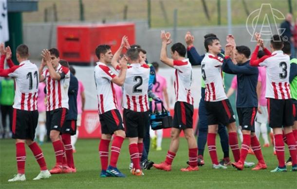 Los jugadores aplauden a la afición tras un partido. | FOTO: Athletic Club