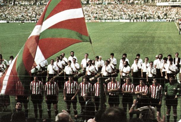 A Ikurriña, bandeira do País Basco, foi erguida pela primeira vez de forma oficial no Estádio San Mamés | Foto: Divulgação/Athletic Club