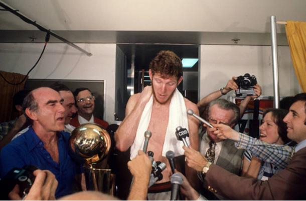 Bill Walton durante la celebración del campeonato conseguido en 1977 | Foto: Getty Images