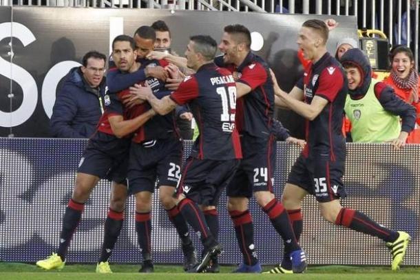 Borriello esulta con i suoi per il gol al 97' contro il Bologna. | quotidiano.net