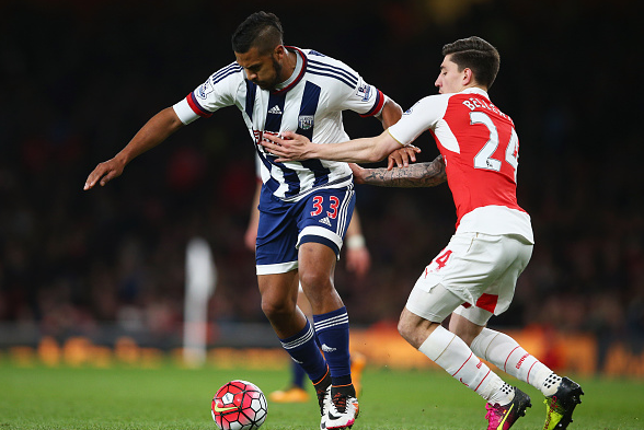 Bellerín tussles with striker Salomon Rondon for possession in the Arsenal half. | Photo: Getty