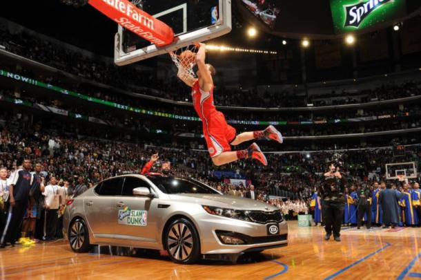 Blake Griffin saltando un coche durante el concurso de mates   Foto: Getty Images (Andrew D. Bernstein)