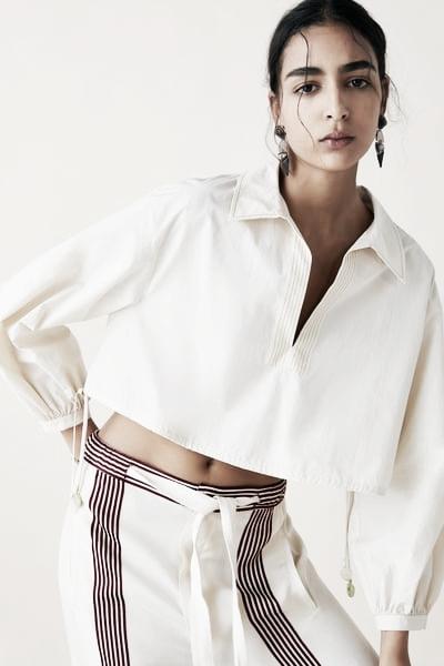 Blusa cropped // Foto: Página web Zara