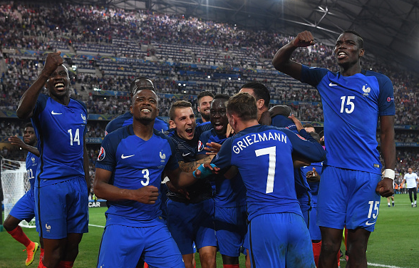 Matuidi (far left) and Pogba (far right) have been France's excelling stars in midfield. | Photo: Getty