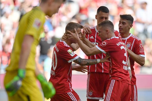 Comemoração do primeiro gol de Dorsch na sua estreia na Bundesliga (Sebastian Widmann/Bongarts/Getty Images)