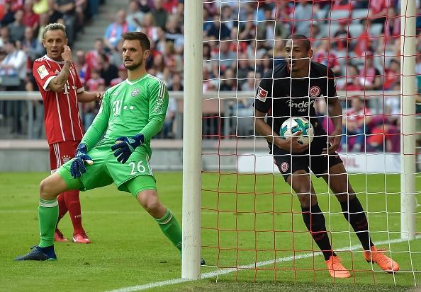 Haller marca o gol do Frankfurt (GUENTER SCHIFFMANN/AFP/Getty Images)