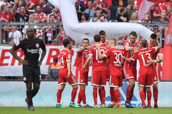 Comemoração do quarto e último gol da partida, marcado por Süle (Sebastian Widmann/Bongarts/Getty Images)