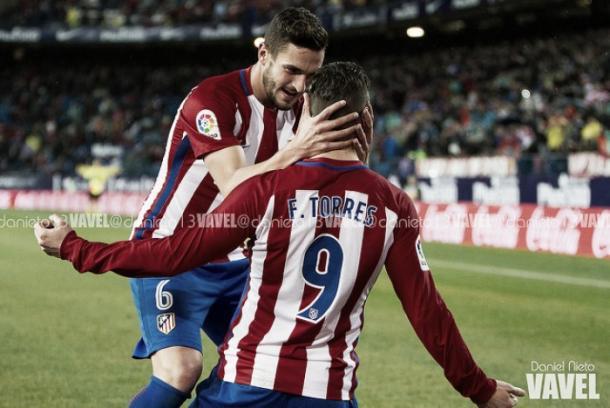 Koke celebra con Torres el primer gol a nte el Celta de Vigo / Foto: Daniel Nieto / VAVEL