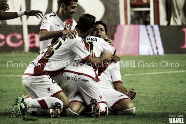 Los jugadores celebran un gol. Foto: María Olmo (VAVEL España)