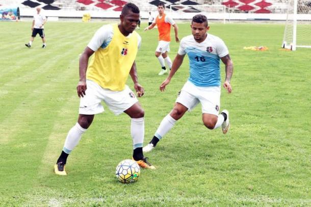 Equatoriano do Santa pode estar de saída do clube (Foto: Antônio Melcop/Santa Cruz)