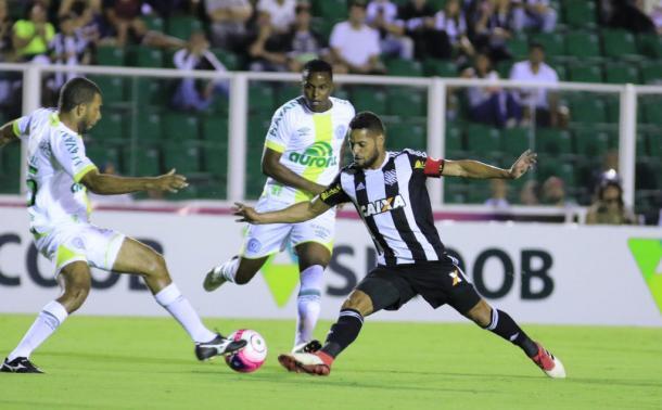 Figueirense demora para reagir quando sofre gols (Foto: Luiz Henrique / Figueirense FC)