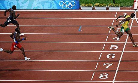 Bolt venceu os 200 metros com facilidade e quebrou o recorde mundial (Foto: Getty Images)