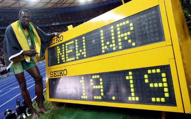 Bolt com o novo recorde mundial dos 200 metros rasos (Foto: Getty Images)