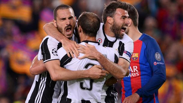Tutta la gioia di Barzagli, Bonucci e Chiellini al Camp Nou   Foto: @khaledalnouss1