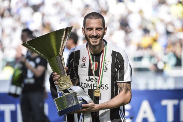 L'ultimo trofeo alzato da Bonucci con la Juventus, il sesto Scudetto di fila | www.twitter.com (@bonucci_leo19)