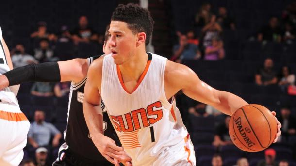 Devin Booker, guardia classe 96, in azione contro gli Spurs - Photo: NBA.com