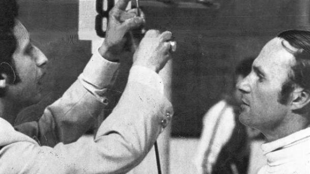 Boris Onishchenko en Montreal 1976 con un árbitro. Foto: todoolimpiadas.com
