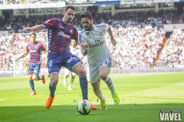 Borja defendiendo la camiseta de la SD Eibar ante el Real Madrid. Imagen: Dani Mullor (VAVEL)