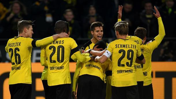 I giocatori del Borussia Dortmund esultano dopo gol di Aubameyang (Fonte foto: Goal.com)