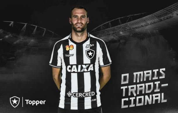 Foto  Reprodução Twitter BotafogoOficial. Os uniformes já ... 7e4ac974a0dd2