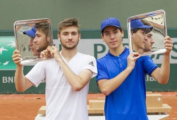 Rikl and Oliel hoist their trophies. Photo: Susan Mullane/ITF