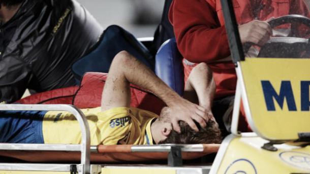 Samper retirado en camilla | Foto: www.laliga.es