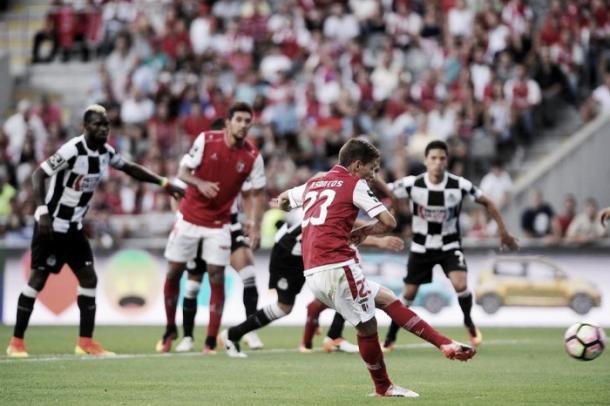 Braga goleó 3-0 a Boavista. Pedro Santos ejecutando penal. Foto: SC Braga