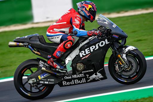 Stefan Bradl probando la Honda de 2022. Foto: boxrepsol.com