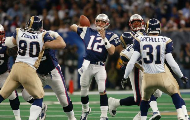 Tom Brady disputou seu primeiro Super Bowl contra o St. Louis Rams | Foto: AP Photo/Doug Mills