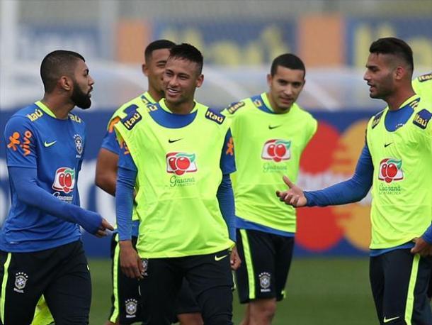 Ao lado de Neymar, Gabriel deve ser titular da Seleção Olímpica (Foto: Lucas Figueiredo/Mowa Press)