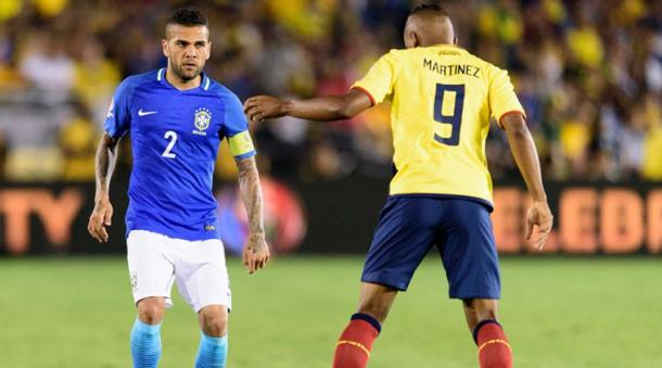 Brazil's Dani Alves (Left) did not enjoy a good shift on Saturday against Ecuador at the Rose Bowl. Photo provided by USA Sky Sports.